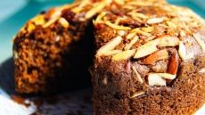 Chocoladecake met witte chocolade en pecan