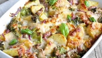 Smeuïge aardappelschotel met groente uit de Airfryer